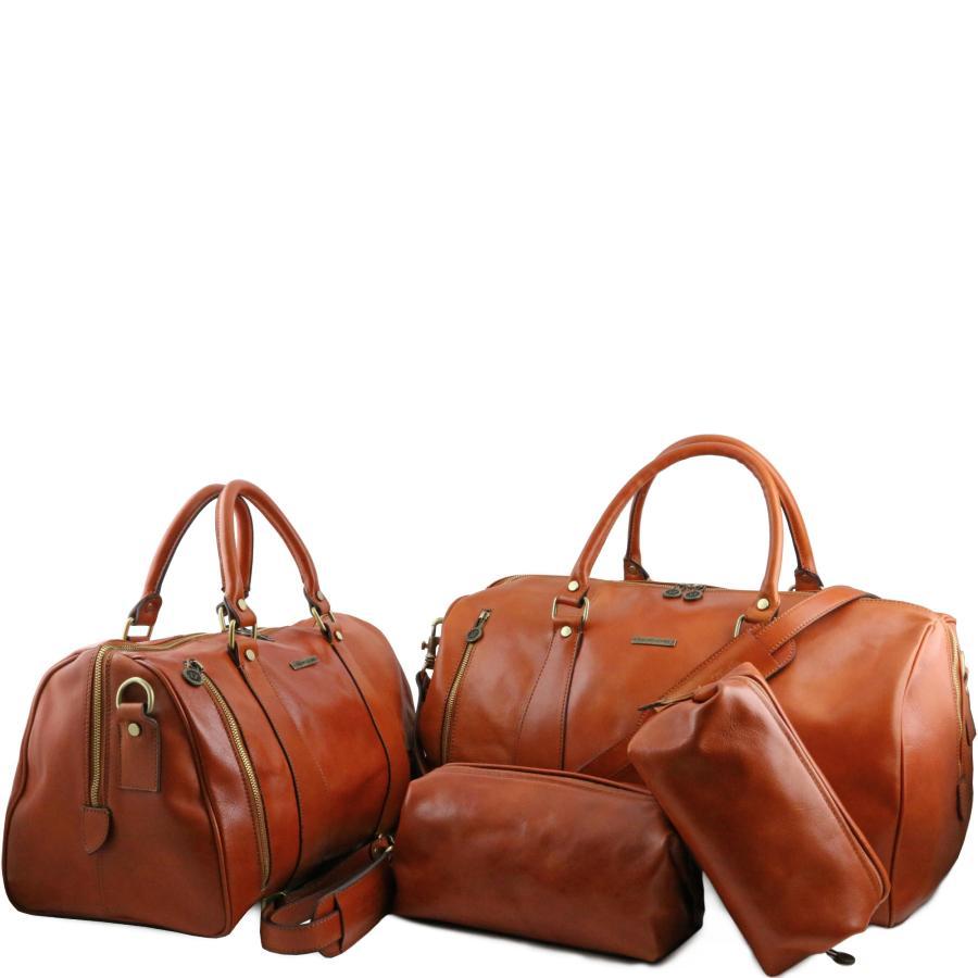 75d8a4a199 avec deux sacs de voyage, deux trousses de voyage cuir. Notre meilleure  marque italienne Tuscany leather est en forme !